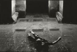 Miloš Šejn: Body Videosonic Lightning — performance, convent, water system (1994). Photographer: Daniel Šperl