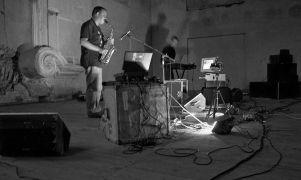 Luc Houtkamp, Richard Barett: Music from Steim — music performance (1995). Photographer: Daniel Šperl