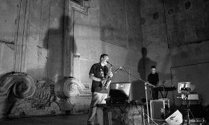 Luc Houtkamp, Richard Barett: Music from STEIM — musice performance (1995). Photographer: Daniel Šperl