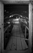 Patrick Matthews: Pozor! Nezpevněné linie, vstup na vlastní nebezpečí — instalace (1995). Fotograf: Daniel Šperl