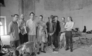 Jacques M. van Poppel, Jindřich Biskup, Tim Hodgkinson, Jim Meneses, Martien Groeneveld, Wiel Conen, Erhart Hirt: jam session, refektář, konvent (1995). Fotograf: Daniel Šperl